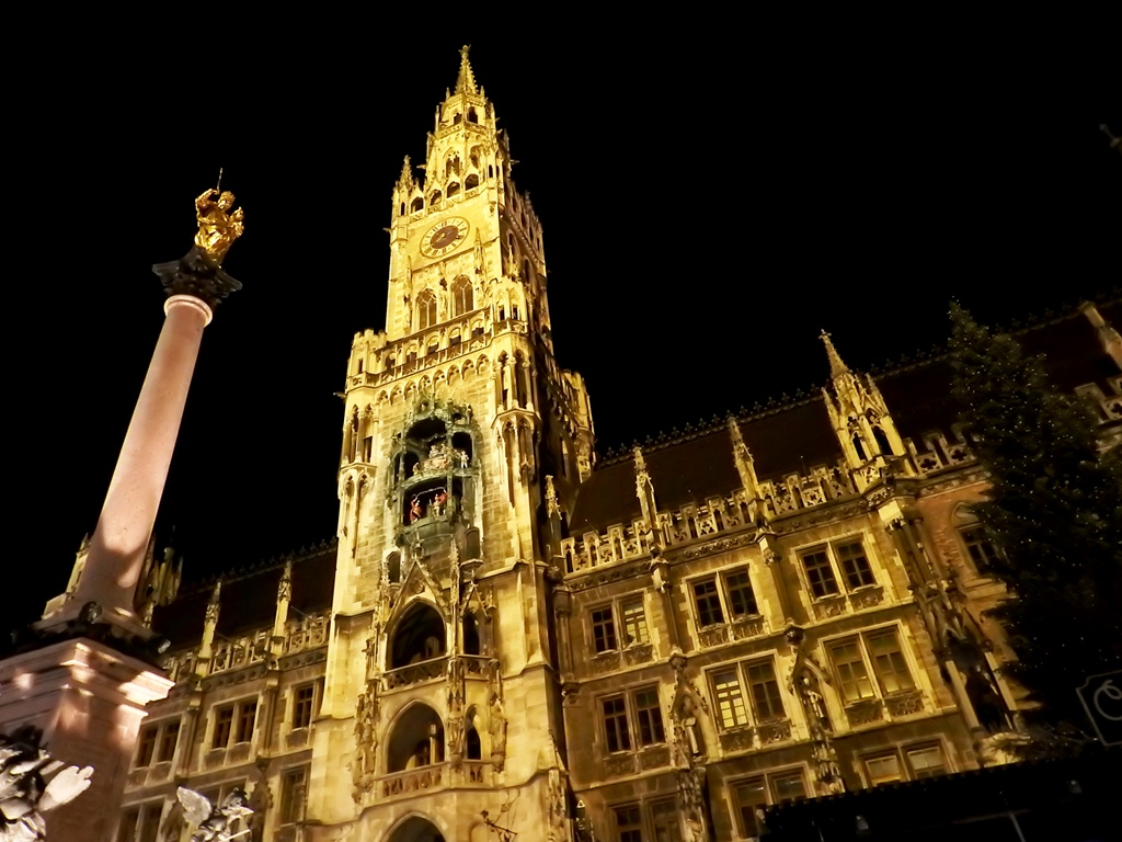 Marienplatz by night