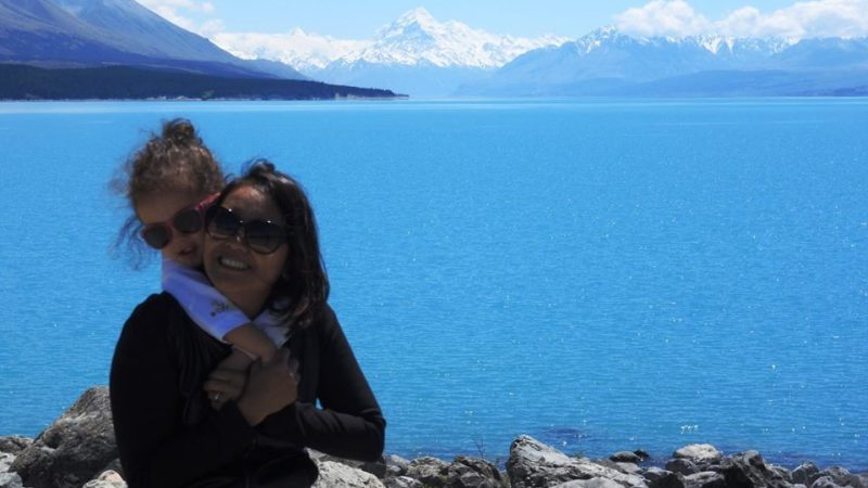 Lara and Mom at Lake Pukaki. Lara is the youngest travel blogger in the wotld.