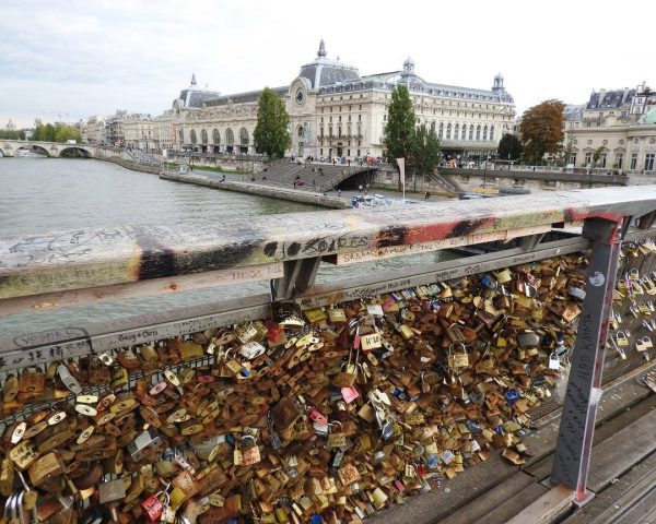 The love locks of the Seine